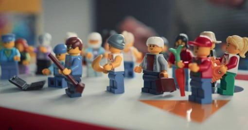 """Lego-Männchen: Bei Digitalisierung geht es darum, etwas digital zu machen? Irrtum. Es genügt nicht, sich um die technischen Aspekte zu kümmern. Weshalb wir das, was als """"Digitale Transformation"""" bezeichnet wird, nicht den Programmierern überlassen sollten."""